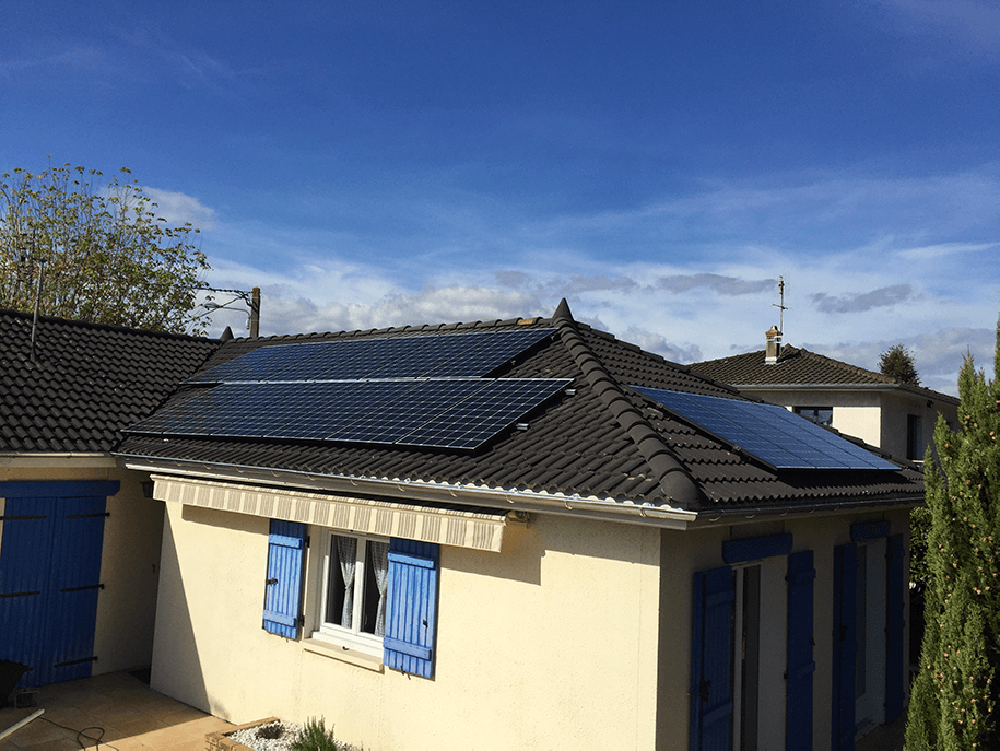 Pose de panneaux solaires à Champagne au Mont d'Or