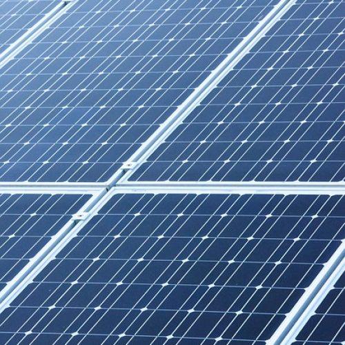 panneaux photovoltaiques inclinés